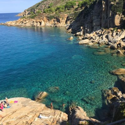 rocce a picco sul mare isola del giglio